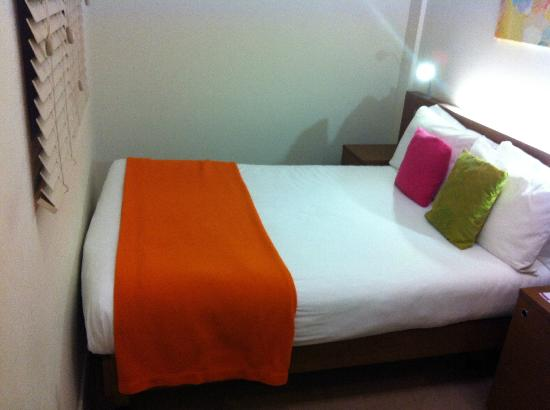 Ambassadors Bloomsbury: The tiny bedroom 