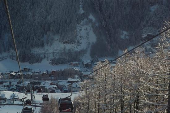 Landhaus Falkner: Hotel from gondola