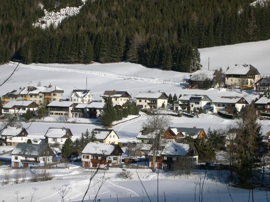 Hohentauern Feriendorf: View from the mountains to the village
