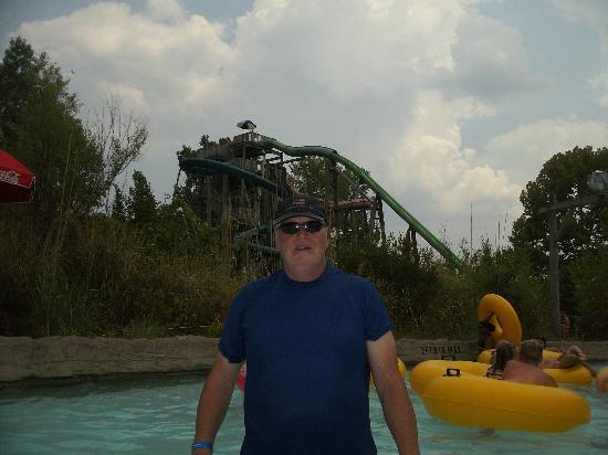 Hurricane Harbor: dad behind slides