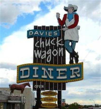 Davies Chuck Wagon Diner: Davie's Chuck Wagon Diner sign