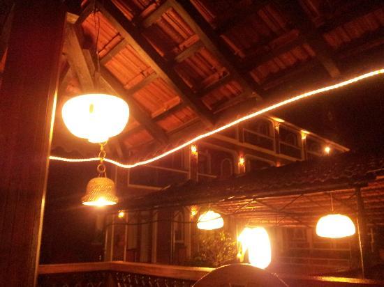 Kingstork Beach Resort: Restaurant at Night