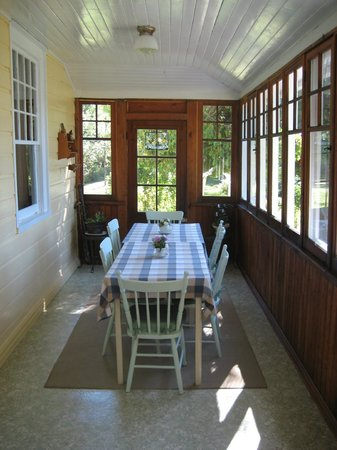 Juddhaven Guest House: Breakfast sunroom