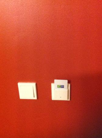 Holiday Inn Express Munich Airport: put key in here to turn on lights