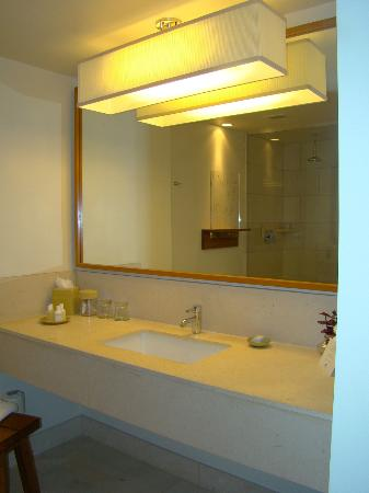 Hotel Vitale, a Joie de Vivre hotel : bathroom