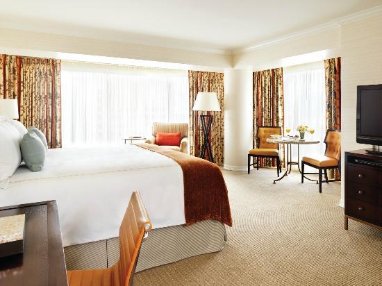 Four Seasons Hotel Vancouver : Corner Room