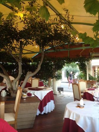La Fleur de Sel: la salle de restaurant exterieure