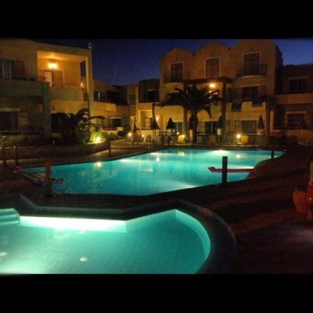 Hotel Bella Pais : Bella Pais by night