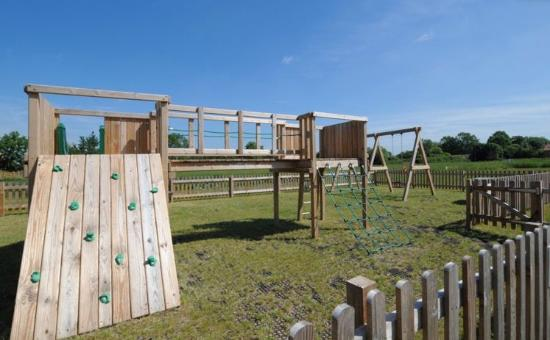 Lakeview Holiday Cottages: Children's playground