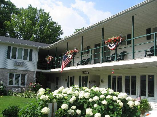 Village Green Lodge: The lodge