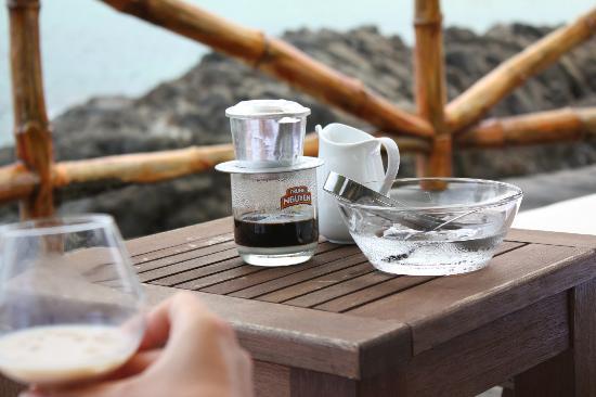 Diamond Bay Resort & Spa: кафе на дальнем пляже