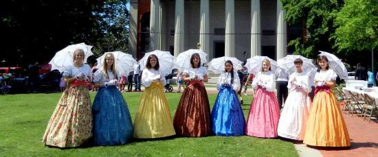 Historic Oakleigh House: The beautiful Oakleigh Belles!