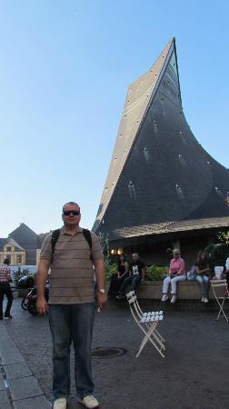 Place du Vieux-Marche: Vista da Igreja Sainte Jeanne d'Arc