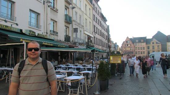 Place du Vieux-Marche: Vista da Place du Vieux Marché e seus cafés