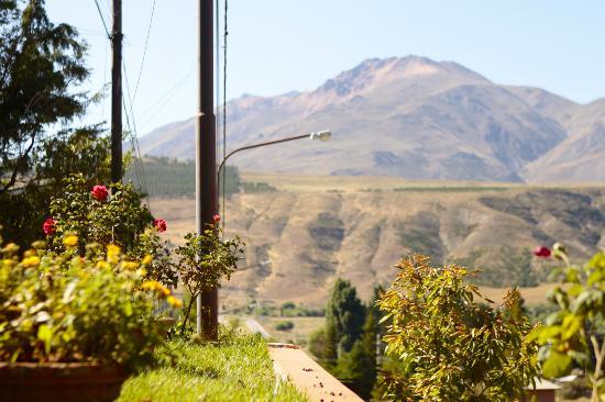 Tierra Mapuche: Vista desde la entrada, el Cerro Nahuel Pan