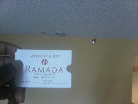 ‪رمادا إيست أورانج: Room 730 of Ramada Inn East Orange NJ - No Fire Alarm or Co2 above my room keys