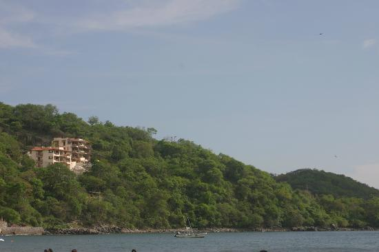 Casa de las Piedras : VIew of the hills from the beach