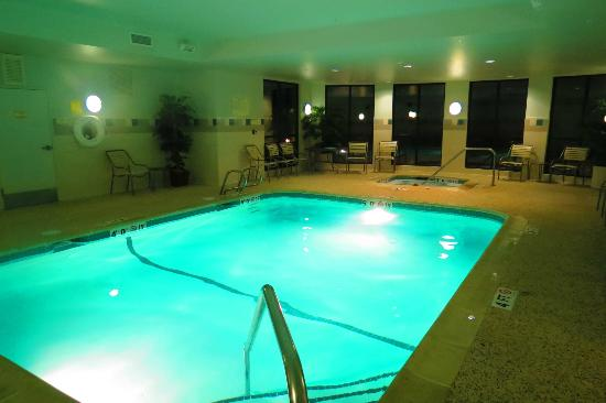 Courtyard Bangor: Pool
