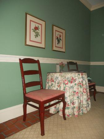 John Rutledge House Inn: Breakfast Area in Room 12