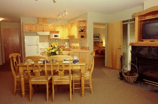 Timberline Lodges by Fernie Lodging Company: Timberline Lodges Silver Suite