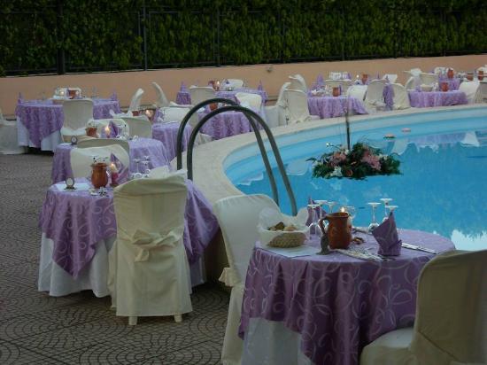 Hotel America : Cena a lume di candela a bordo piscina