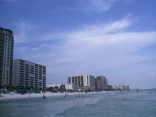 Destin Holiday Beach Resort 2: View down the beach