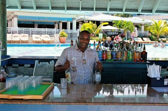 Boscobel, Jamaica: Super Nice bartender at main pool