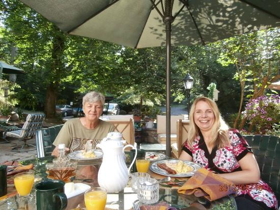 Marigold Bed and Breakfast: With the hostess and delightful patio breakfast!