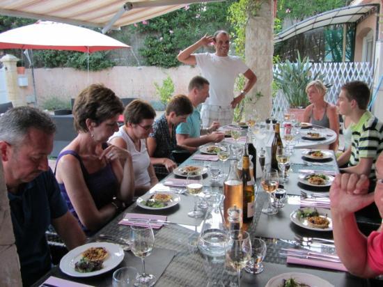 Villa-Bellebo : s' Avonds gezellig aan tafel !