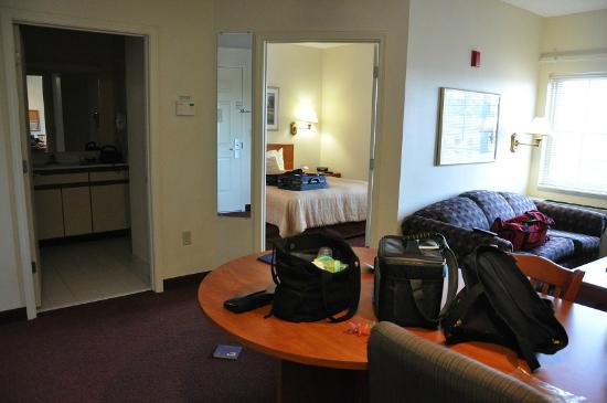 Candlewood Suites Syracuse Airport: Living/Dining, Bedroom and Bathroom viewed from the refrigerator