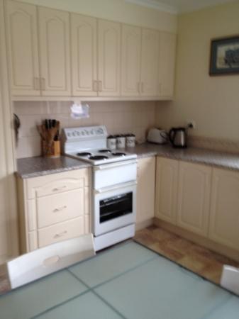 Telopea Court Holiday Units: kitchen 2