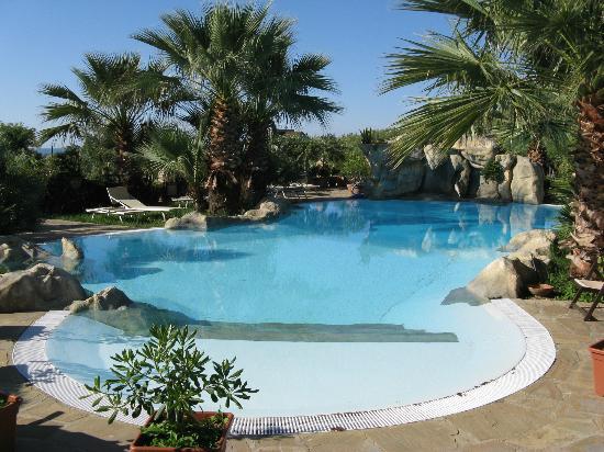 Agriturismo Zio Cristoforo : La piscina in giardino