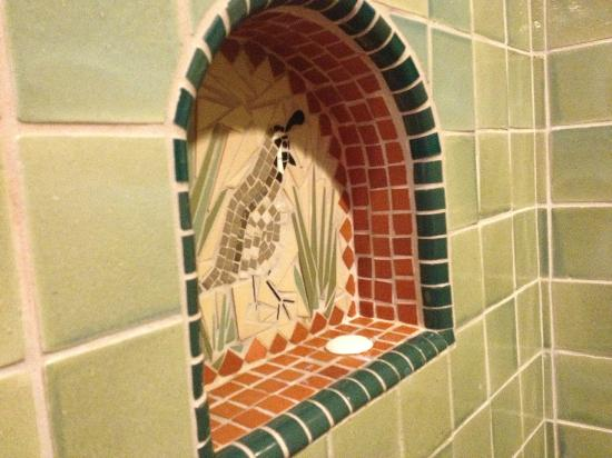 Su Nido Inn (Your Nest In Ojai): Tile work in the Quail bathroon