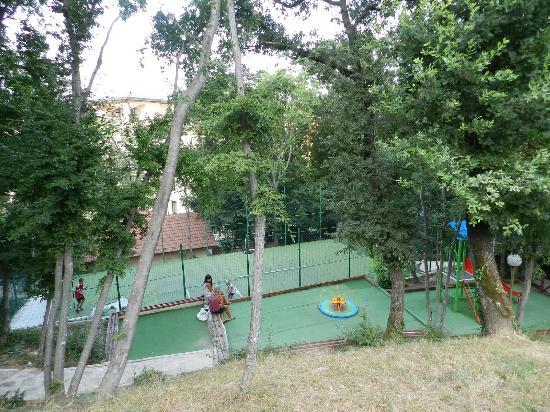 Hotel Slavey: play area