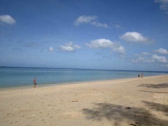 Lantawadee Resort & Spa: The beach near the resort