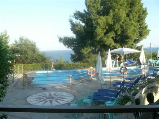 Possidi, اليونان: la piscina e la splendida vista 