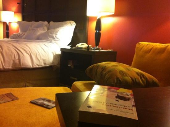 Renaissance Caracas La Castellana Hotel: Habitaciones cálidas y cómodas