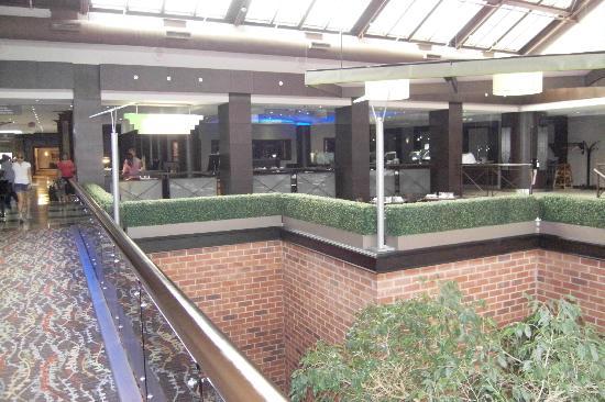 Delta Toronto East: Restuarant Atrium