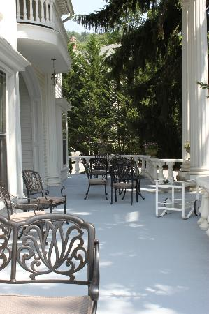 Albemarle Inn: I could sit here all day!