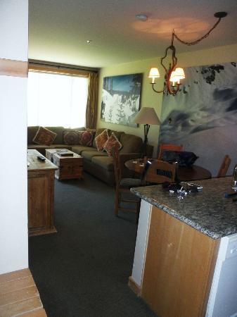 Juniper Springs Resort: Living room from kitchen