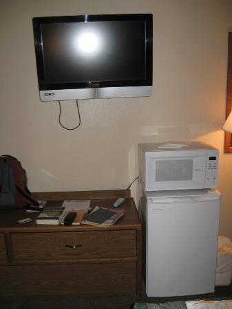 Americas Best Value Inn Torrington: TV fridged etc