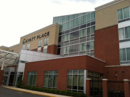 Hyatt Place Chesapeake/Greenbrier: Front of hotel