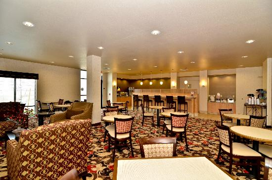 Comfort Suites Helena: Breakfast Room Seating Area