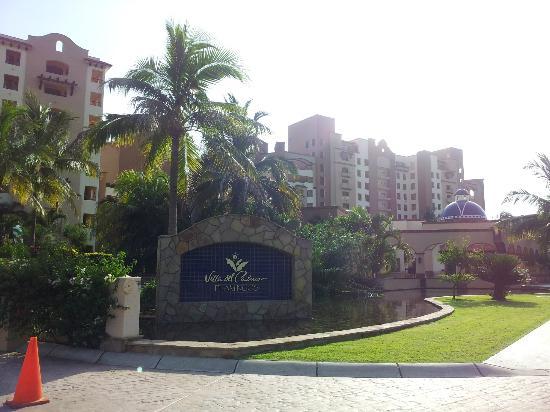 Villa del Palmar Flamingos: Front of hotel