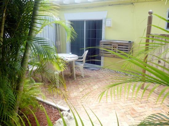 Ocean View Inn and Sports Pub: Private patio #6