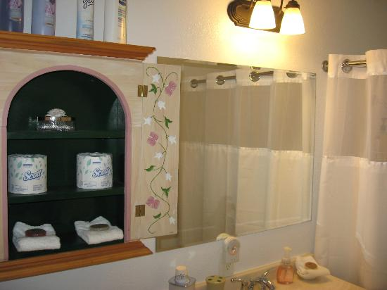 Sierra Mountain Lodge - Yosemite: All suites have a private bathroom.