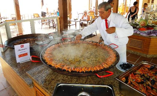 Kantaoui Bay: Manuel manager cooking Paella
