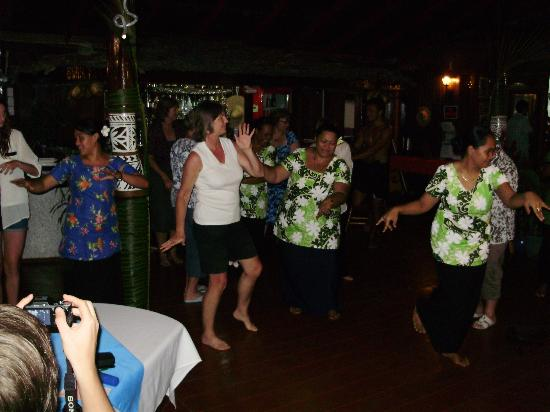 Va-i-Moana Seaside Lodge: Traditional dance evening - immense fun