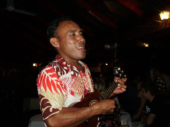 Va-i-Moana Seaside Lodge: Va-i-Moana's Dynamo. The multi-talented Nu'u - a non-stop star!