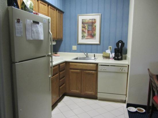 Residence Inn Williamsburg: Kitchen area